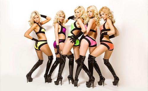 Блондинка дала пятерым фото 785-611