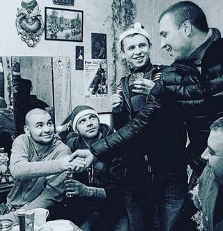 Архивное фото: Рем Дигга и ныне знаменитые друзья, в том время праздновали Новый Год очень скромно!